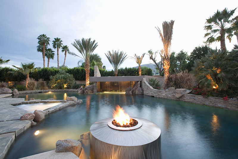 Ingenious Ways to Light Your Pool Area Using Fire